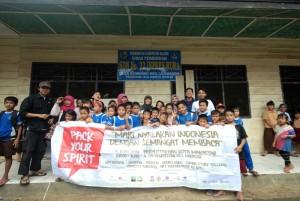 Penyala Makassar dan siswa SDN 22 Inp Rura