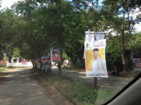 Atribut kampanye yang berada di jalan Racing Centre pada tanggal 9 Juni. (Sumber foto: @SupirPete2)