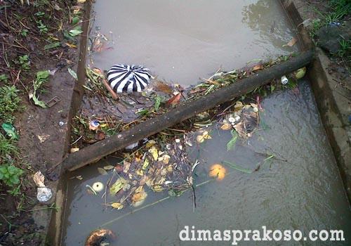 Perbaiki dan bersihkan saluran air