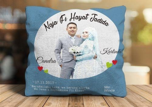 1 Pilihan Kado Pernikahan Shopee - Bantal couple