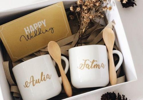 15 Pilihan Kado Pernikahan Shopee - mug couple