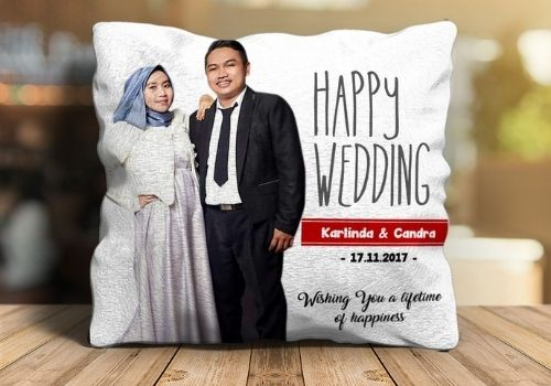 2 Pilihan Kado Pernikahan Shopee - Bantal couple