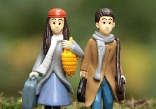 6 Pilihan Kado Pernikahan Shopee - boneka couple