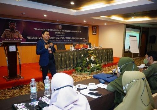 Pembicara Digital Marketing Makassar - Pelatihan Informasi dan Teknologi Dispora Sulawesi Selatan